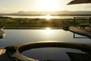 Chikwenya_safari_lodge002.jpg