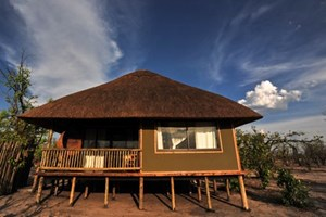 Nehimba_lodge002.jpg