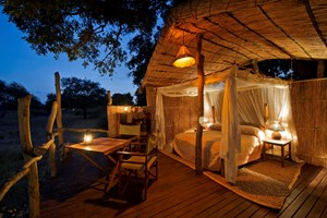 Jackalberry Treehouse master bedroom (Copy).jpg
